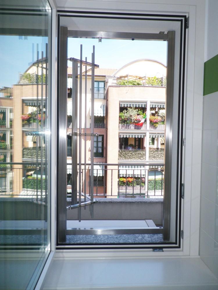Inferriate grate di sicurezza per finestre in acciaio inox - Finestre sicurezza ...