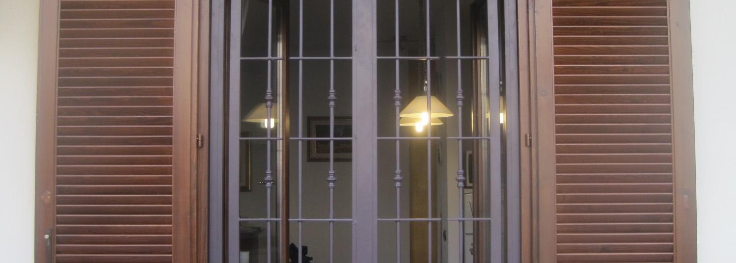 Inferriate e grate di sicurezza per finestre e porte in - Porte finestre in ferro ...