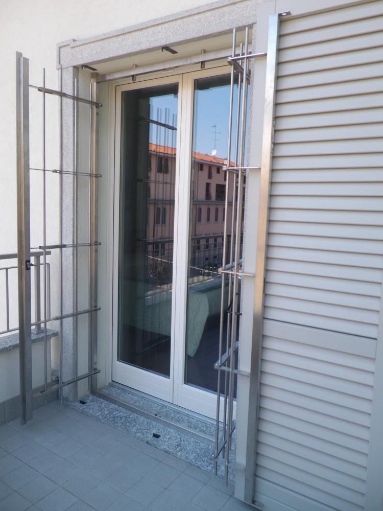 Grate e inferriate apribili con snodo per finestre e porte for Finestre e porte moderne