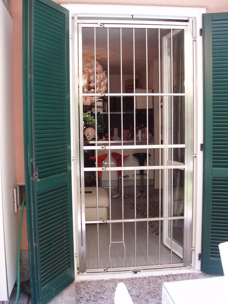 Inferriate grate di sicurezza per porte in acciaio inox - Inferriate per finestre costi ...