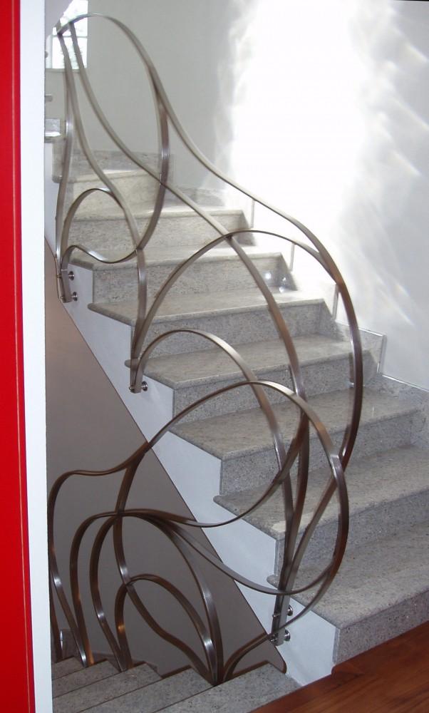 Scale su misura per interni elicoidali a chiocciola a - Ringhiere in ferro battuto per balconi esterni ...