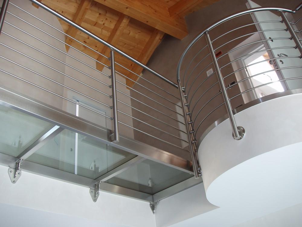 Parapetto ringhiere per scale interne in ferro acciaio - Ringhiere in vetro per scale interne prezzi ...