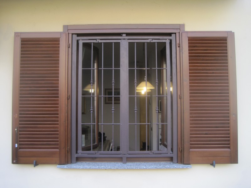 Inferriate e grate di sicurezza per finestre e porte in ferro e ...