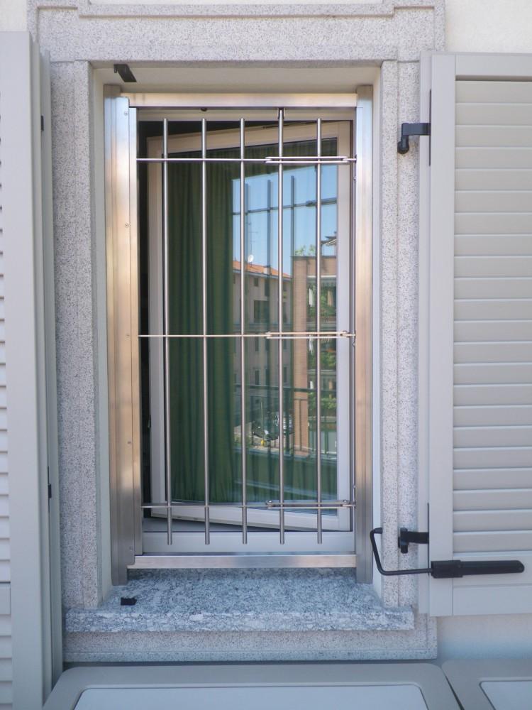 Grate e inferriate apribili con snodo per finestre e porte in ferro e acciaio di produzione - Grate x finestre ...