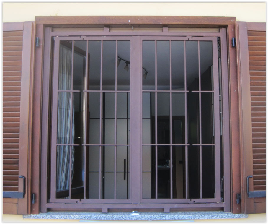 Inferriate e grate di sicurezza per finestre e porte prezzi e costi da produttore a milano - Grate in ferro battuto per finestre ...