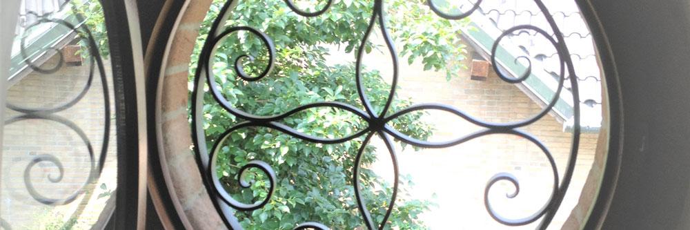 Fabbro-ferro-battuto-produzione-inferriate-su-misura-grate-di-sicurezza-per-porte-finestre-milano-como-monza-brianza-slide