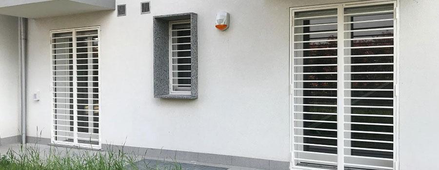 inferriate moderne orizzontali apribili bianche per porte e finestre lombardia brianza, milano, como, varese, bergamo, lecco