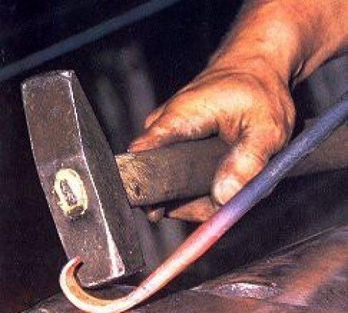 Fabbro ferro battuto produzione inferriate su misura grate di sicurezza per porte finestre monza brianza, milano, como, varese, bergamo, lecco