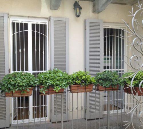 inferriata in ferro bianca tondini su misura per finestra apribile monza brianza, milano, como, varese, bergamo, lecco