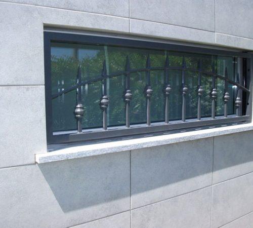 inferriata in ferro tondini su misura per finestra monza brianza, milano, como, varese, bergamo, lecco